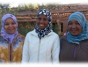 La presidente Hayat entourée de la secrétaire Fadma et la trésorière Zahra