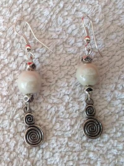 Boucles perle blanche et serpentin