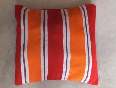 cousssin rayé blanc orange et rouge