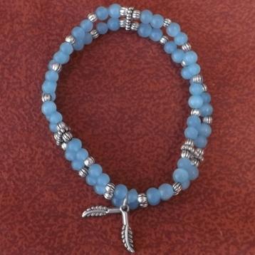 Perles et métal argenté
